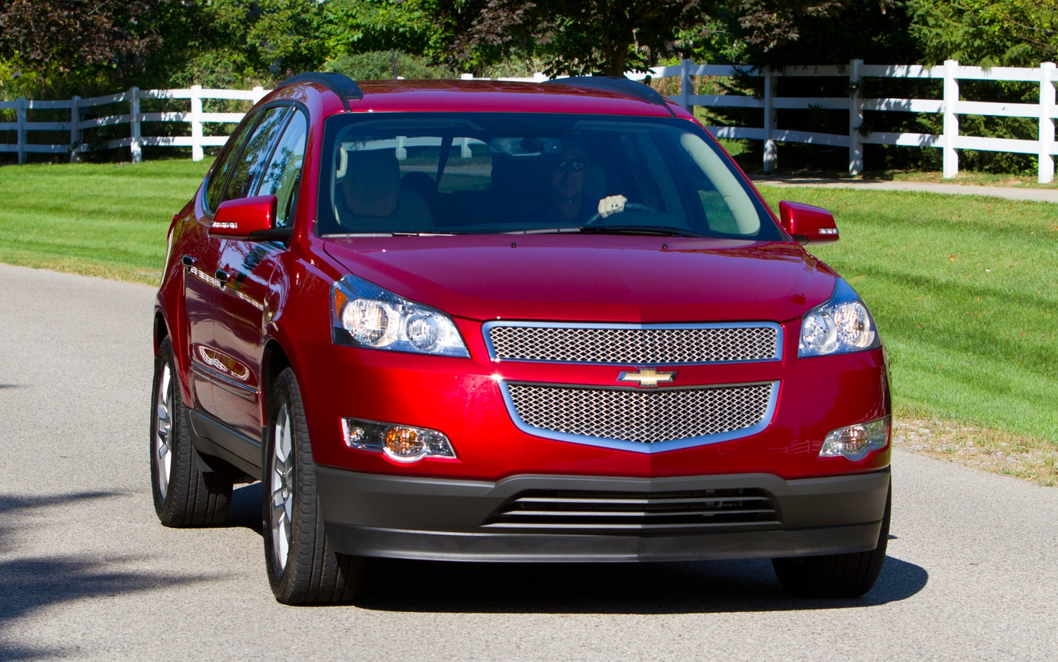 2013 buick enclave chevrolet traverse gmc acadia get front center airbag. Black Bedroom Furniture Sets. Home Design Ideas