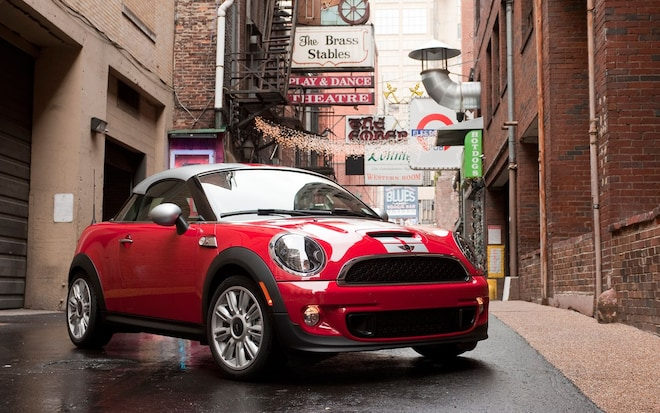 2012 MINI Cooper S Coupe Front Right View1