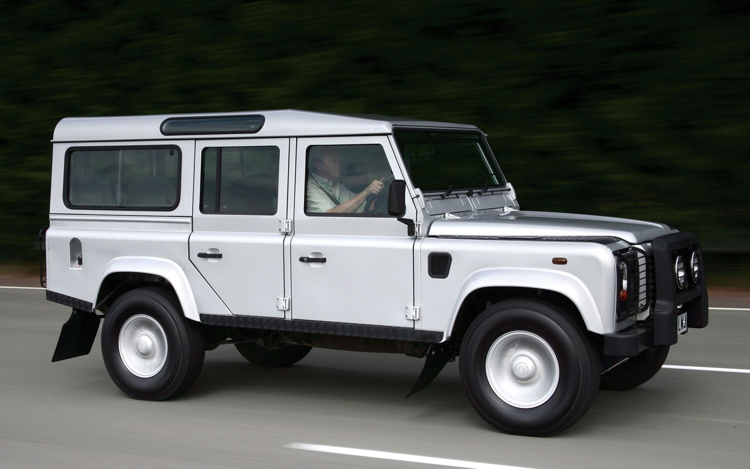 It Lives! Current Land Rover Defender Will Continue Through 2017