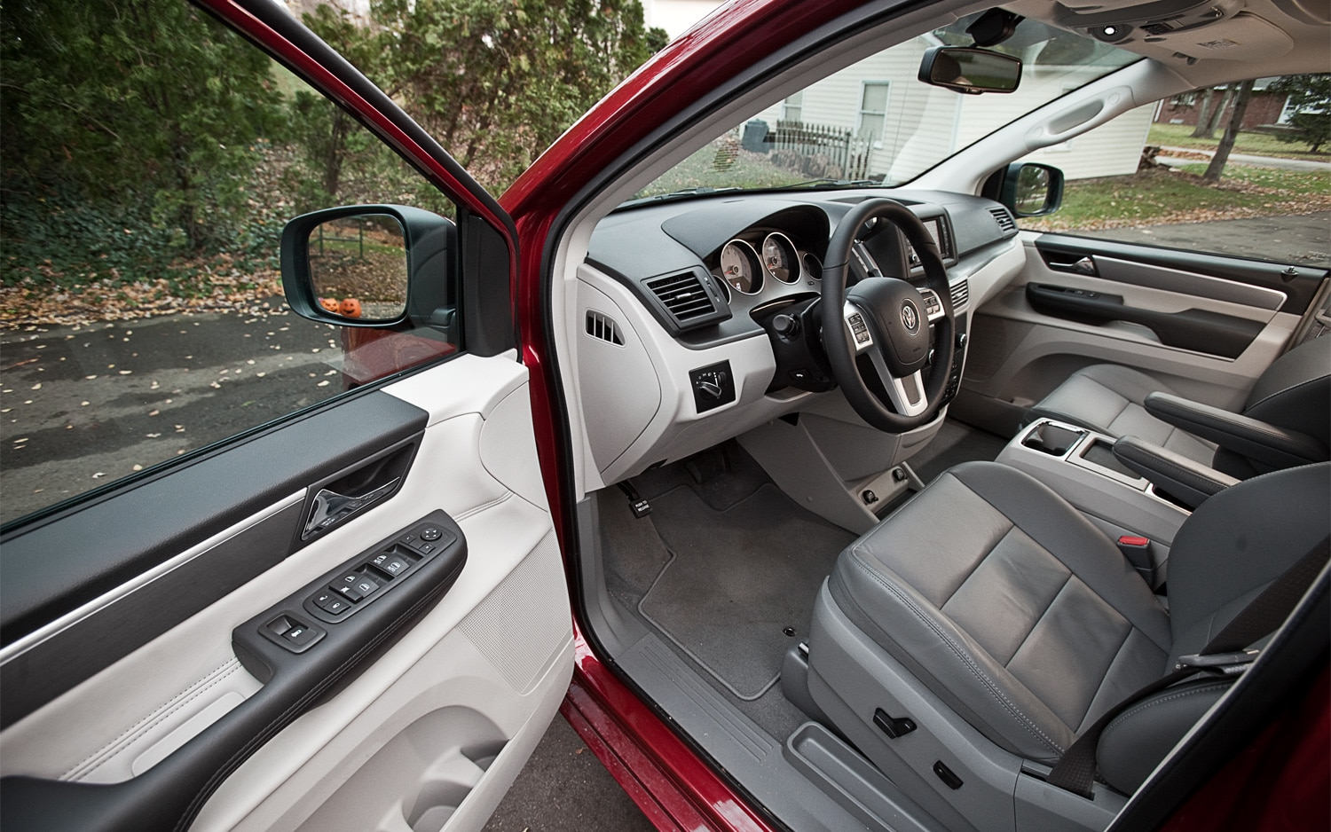 2012 Volkswagen Routan SEL - Editors' Notebook - Automobile Magazine
