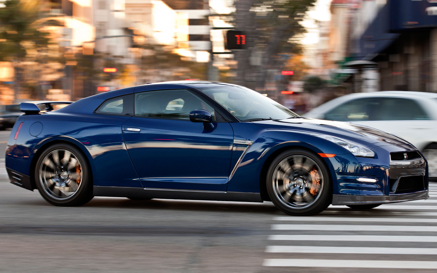 2013 Nissan GT R Front Three Quarters View1