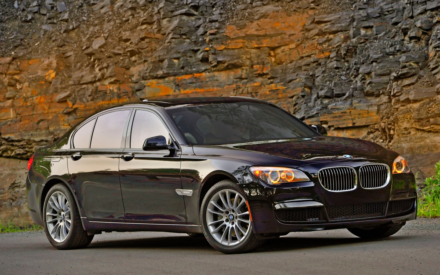 Bmw Launching Xdrive Versions Of 740i 740li This Year Photo Gallery 2011 Road Tests Front Three Quarter Static