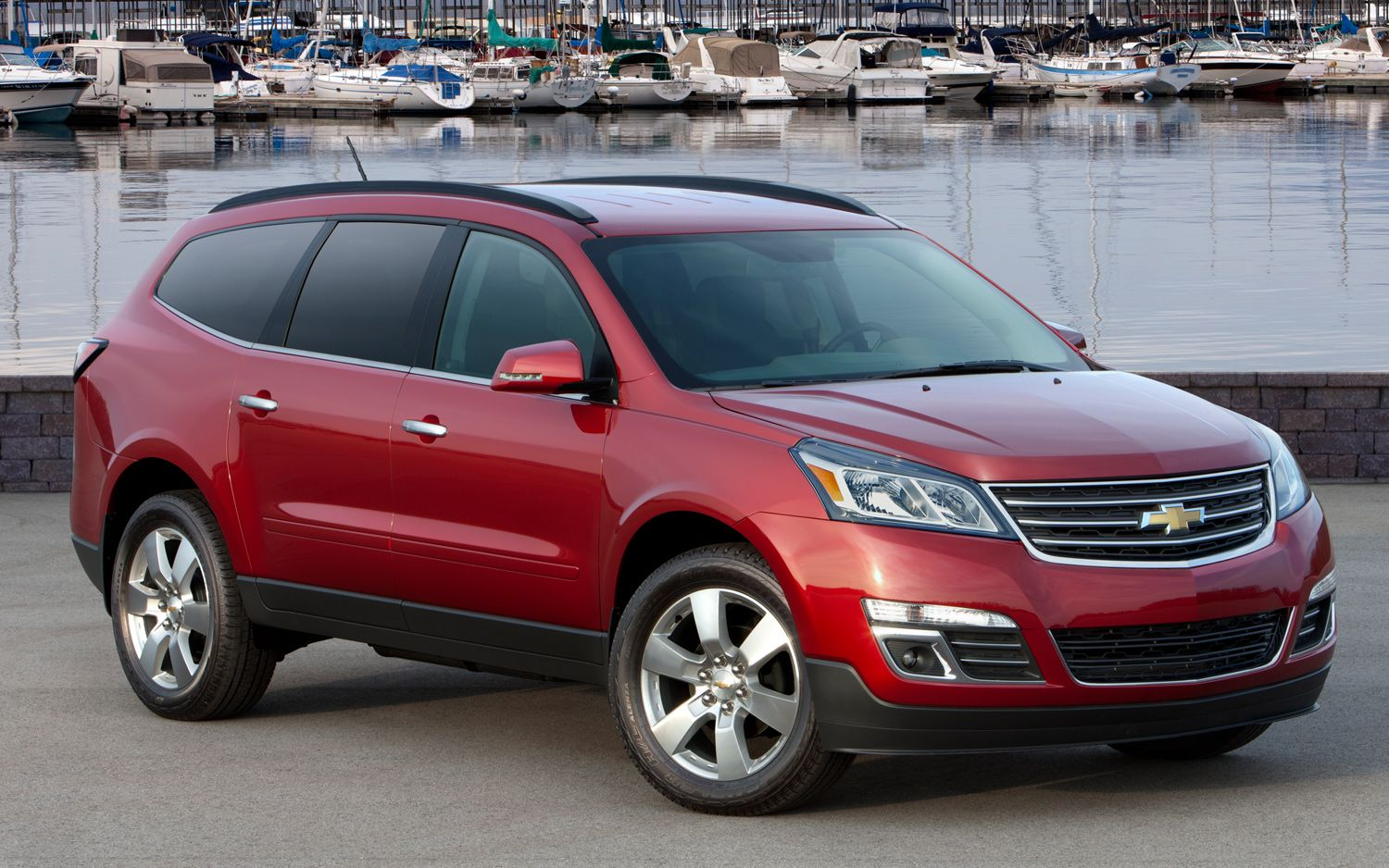 GM Crossover Matchup: 2013 Chevy Traverse vs. 2013 GMC Acadia
