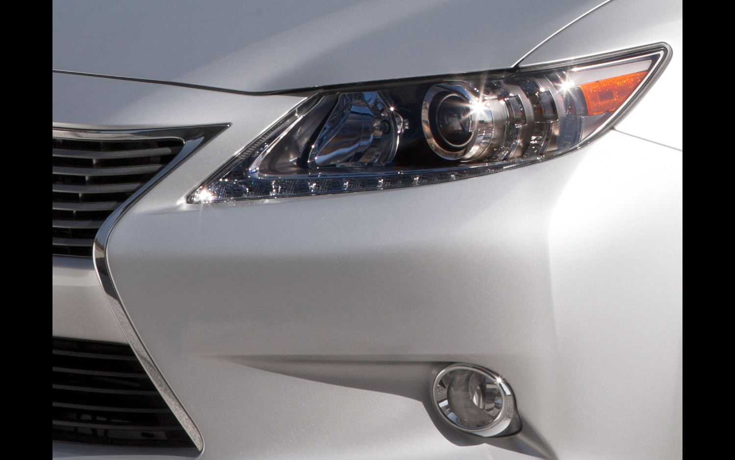 2013 Lexus ES Teaser Headlight And Grille11