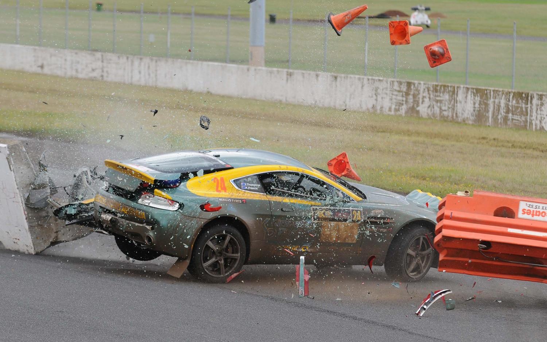 Aston Martin V8 Vantage Crash 11