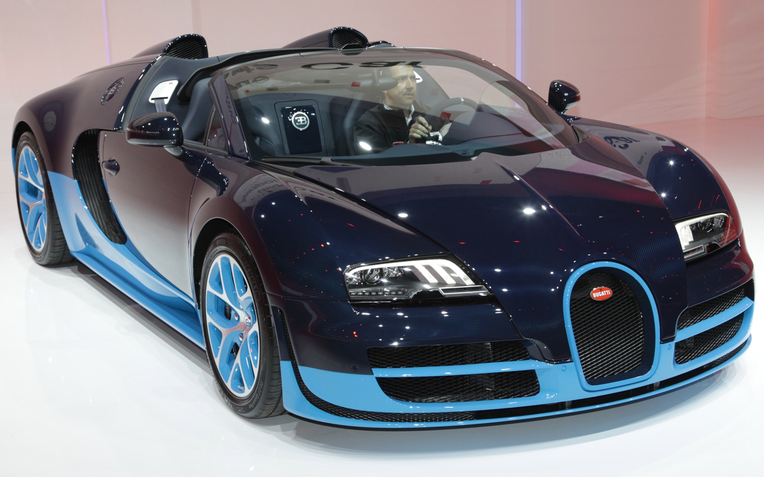 First Look: 2012 Bugatti Veyron Grand Sport Vitesse ...