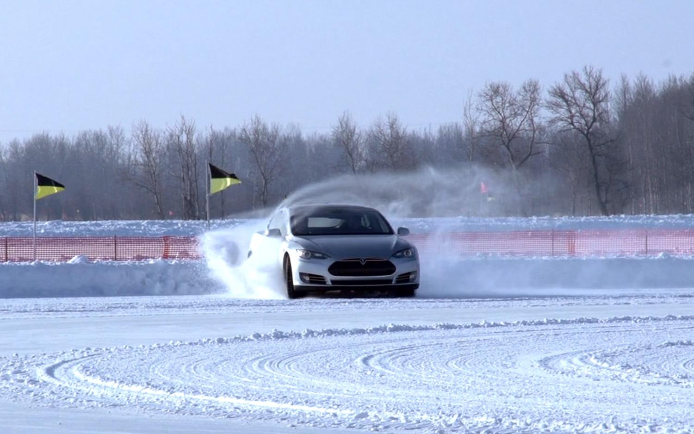 2012 Tesla Model S Beta Drifting In The Snow1