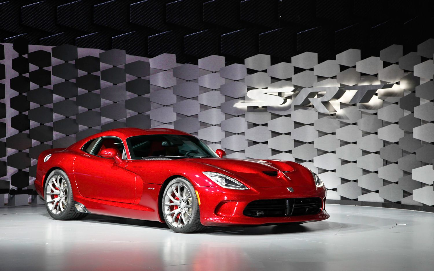 2013 SRT Viper Front Three Quarters 31