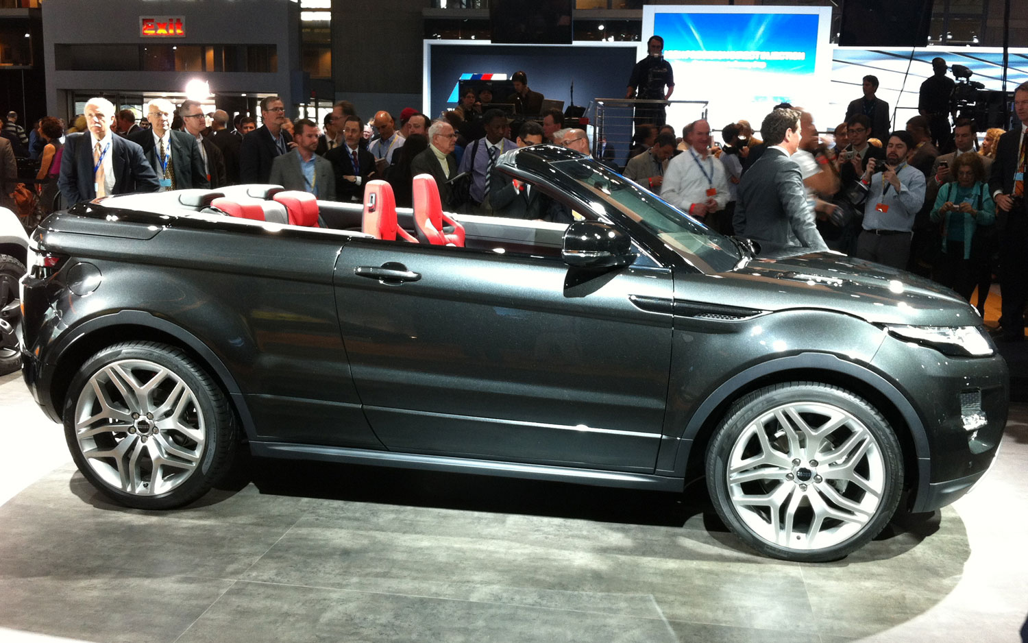 https://st.automobilemag.com/uploads/sites/11/2012/04/Range-Rover-Evoque-Convertible-Concept-side-view.jpg