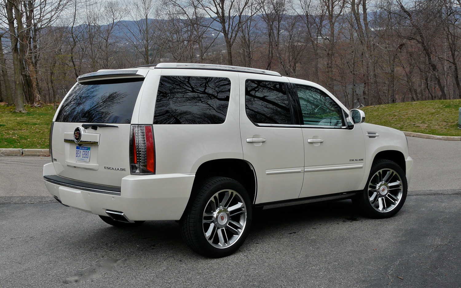 Driven 2012 Cadillac Escalade Awd Premium Automobile