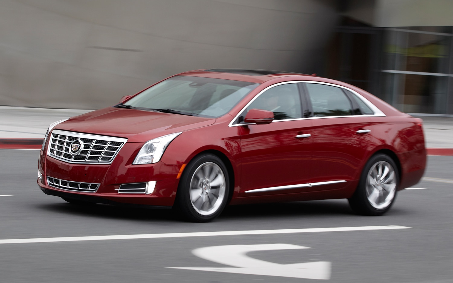 2013 Cadillac XTS Front View In Motion1