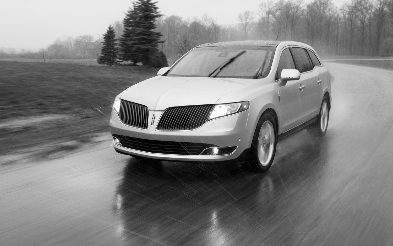 https://st.automobilemag.com/uploads/sites/11/2012/05/2013-Lincoln-MKT-Ecoboost-front-left-view.jpg