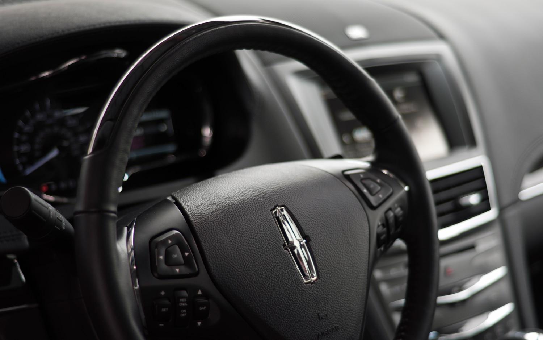 https://st.automobilemag.com/uploads/sites/11/2012/05/2013-Lincoln-MKT-Ecoboost-steering-wheel-close-up.jpg