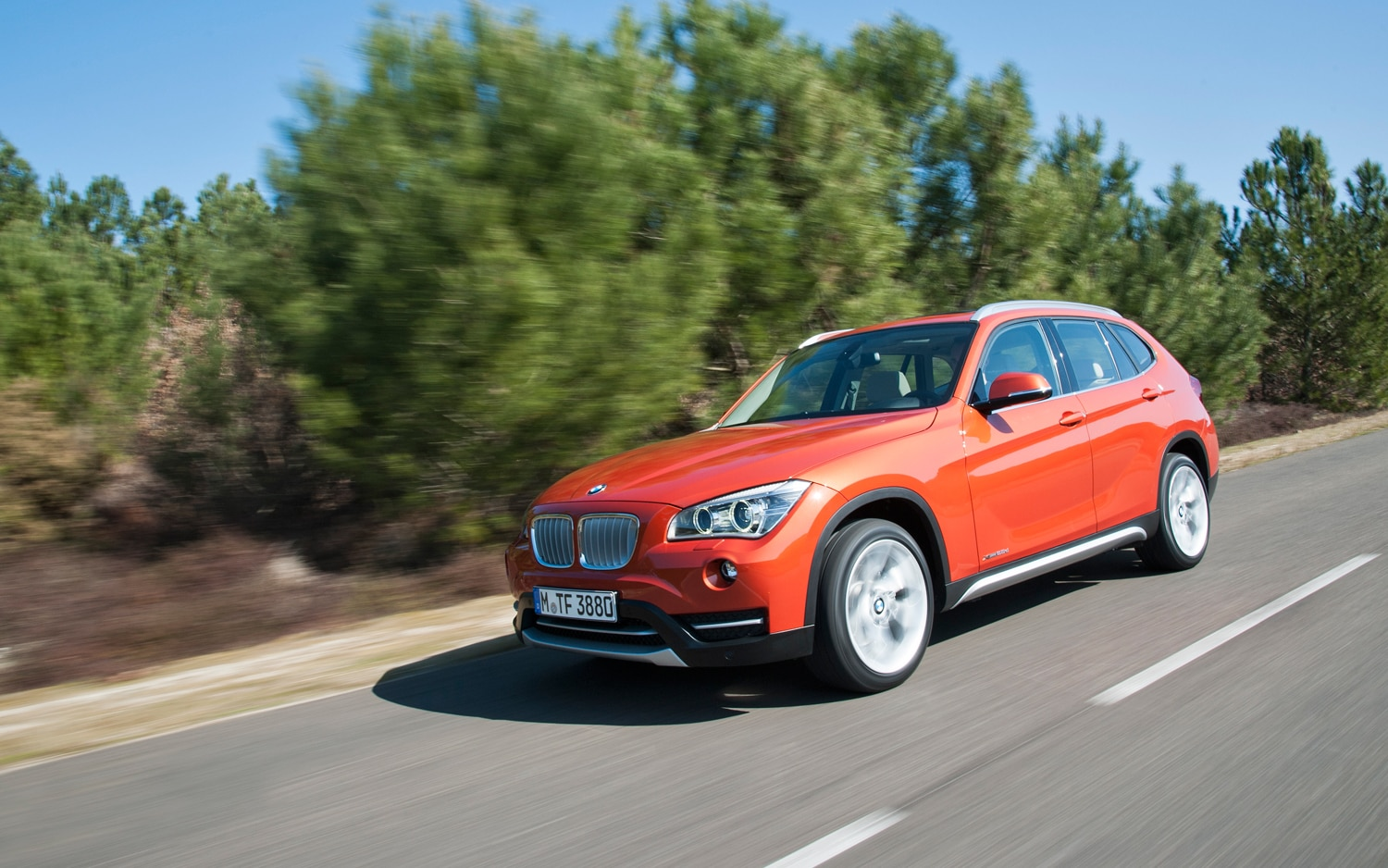 2013 BMW X1 Front Left Side View1
