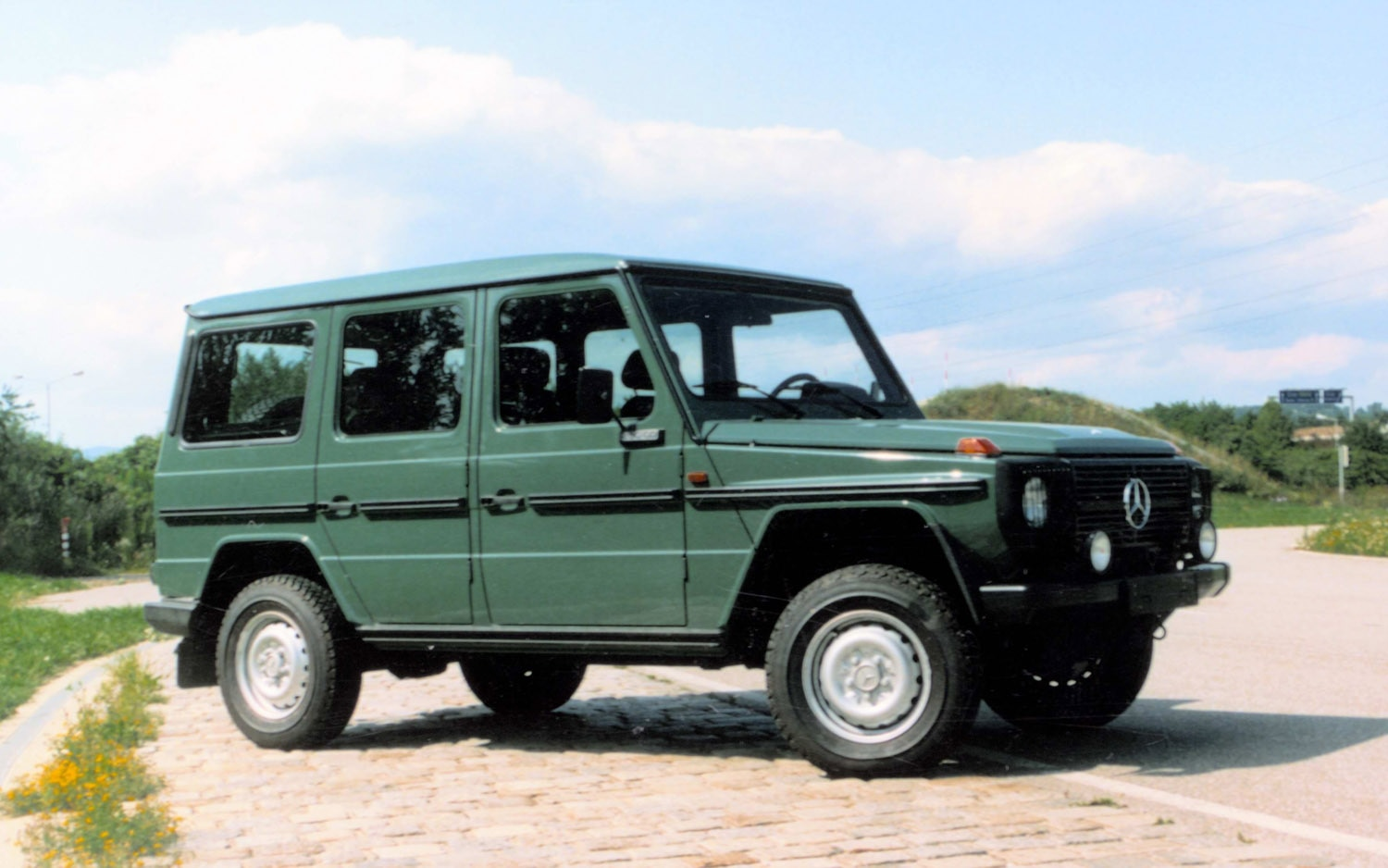 Feature Flick: The Long, Boxy History of the Mercedes-Benz ...