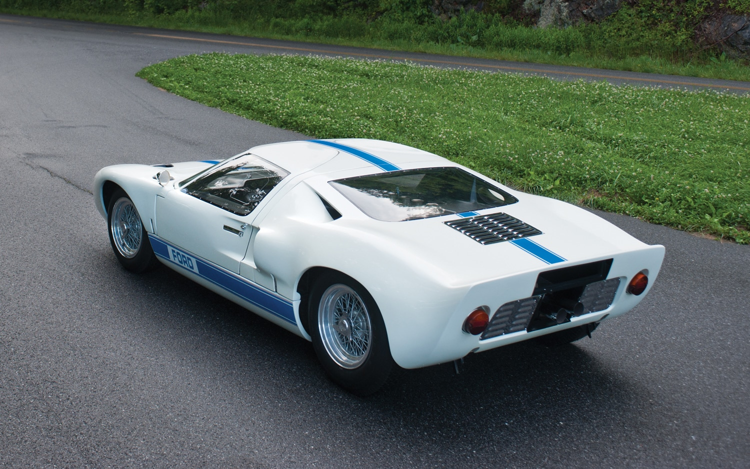 Ford Gt40 Used In Quot Le Mans Quot Sells For 11 Million Sets