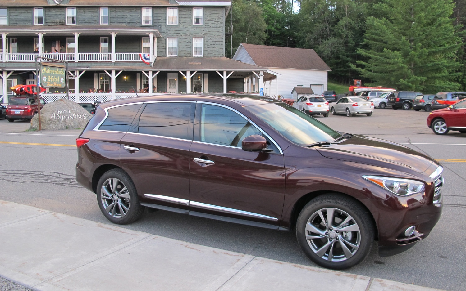 2013 Infiniti JX35 Front Right Side View1