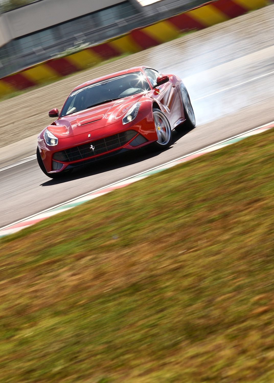 Ultimate Fantasy 1: 2013 Ferrari F12 Berlinetta - Automobile