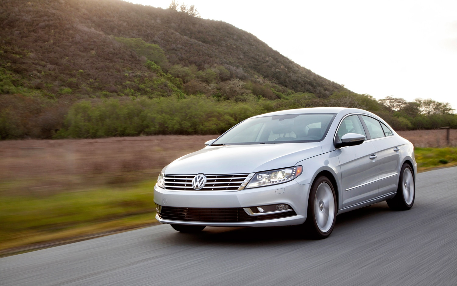 2013 Volkswagen CC Front Left View1