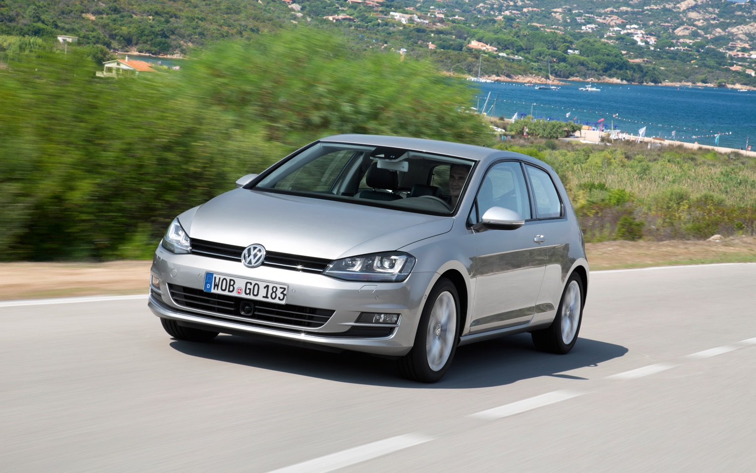 2015 Volkswagen Golf Front Left View1