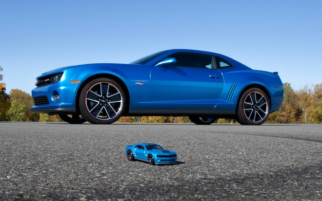 Chevrolet Camaro Hot Wheels Edition With Toy1