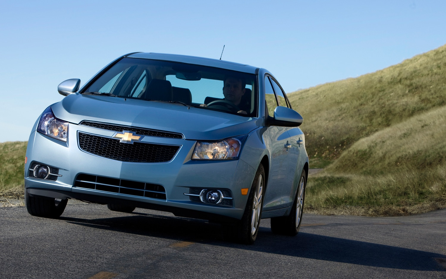2013 Chevrolet Cruze Receives Single-Stage Vented Airbag, Five ...