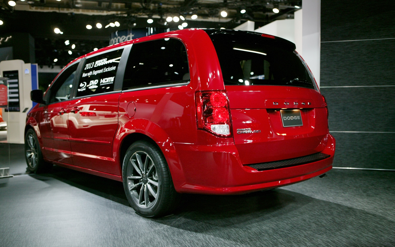 2013 detroit dodge expands blacktop package to journey durango grand caravan. Black Bedroom Furniture Sets. Home Design Ideas
