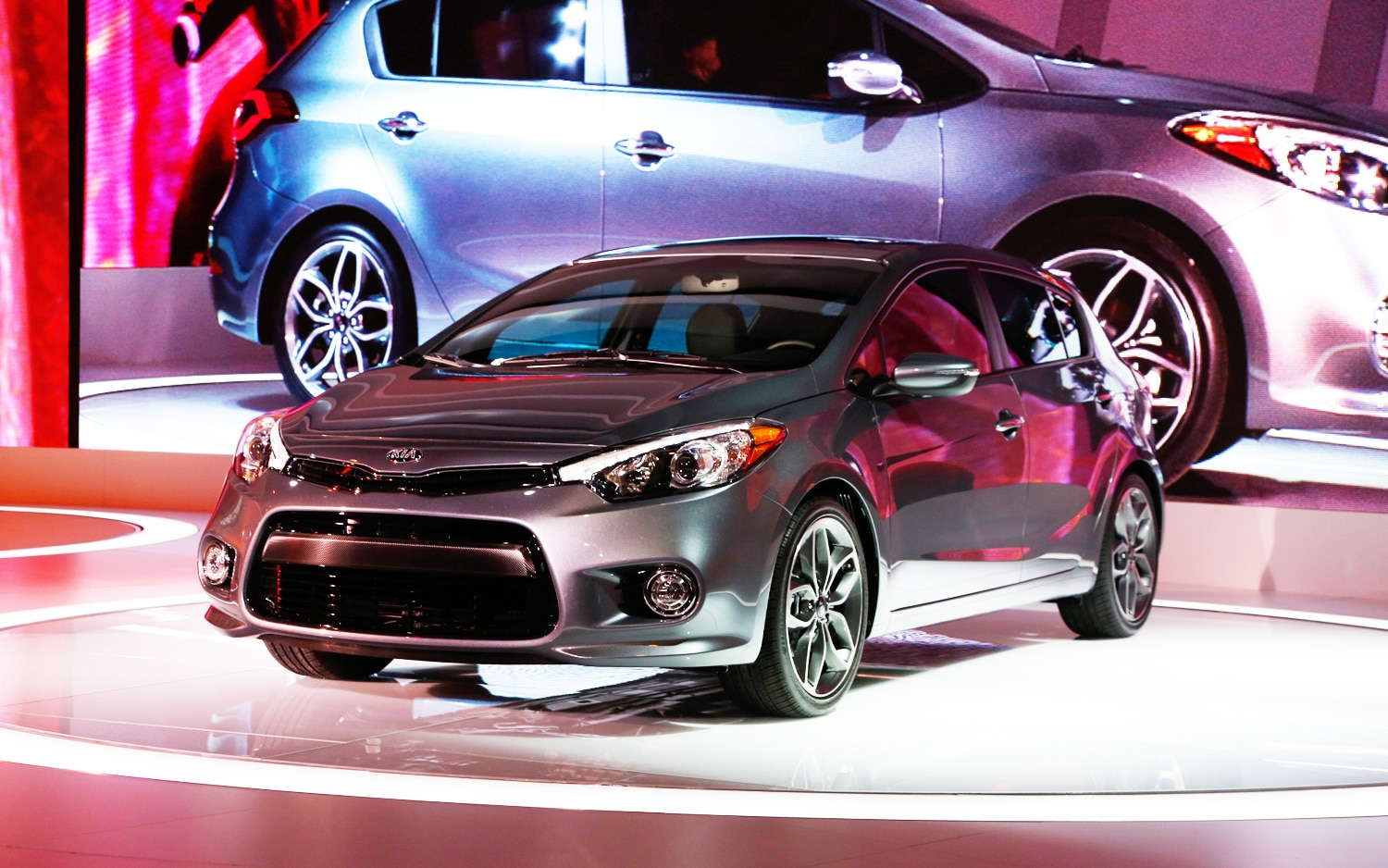 Kia Forte 5 Sx >> First Look: 2014 Kia Forte Hatchback - 2013 Chicago Auto Show - Automobile Magazine