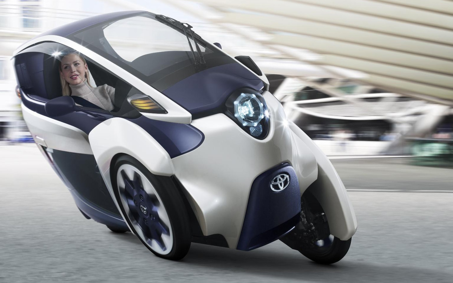 Toyota I Road Concept Front In Motion1