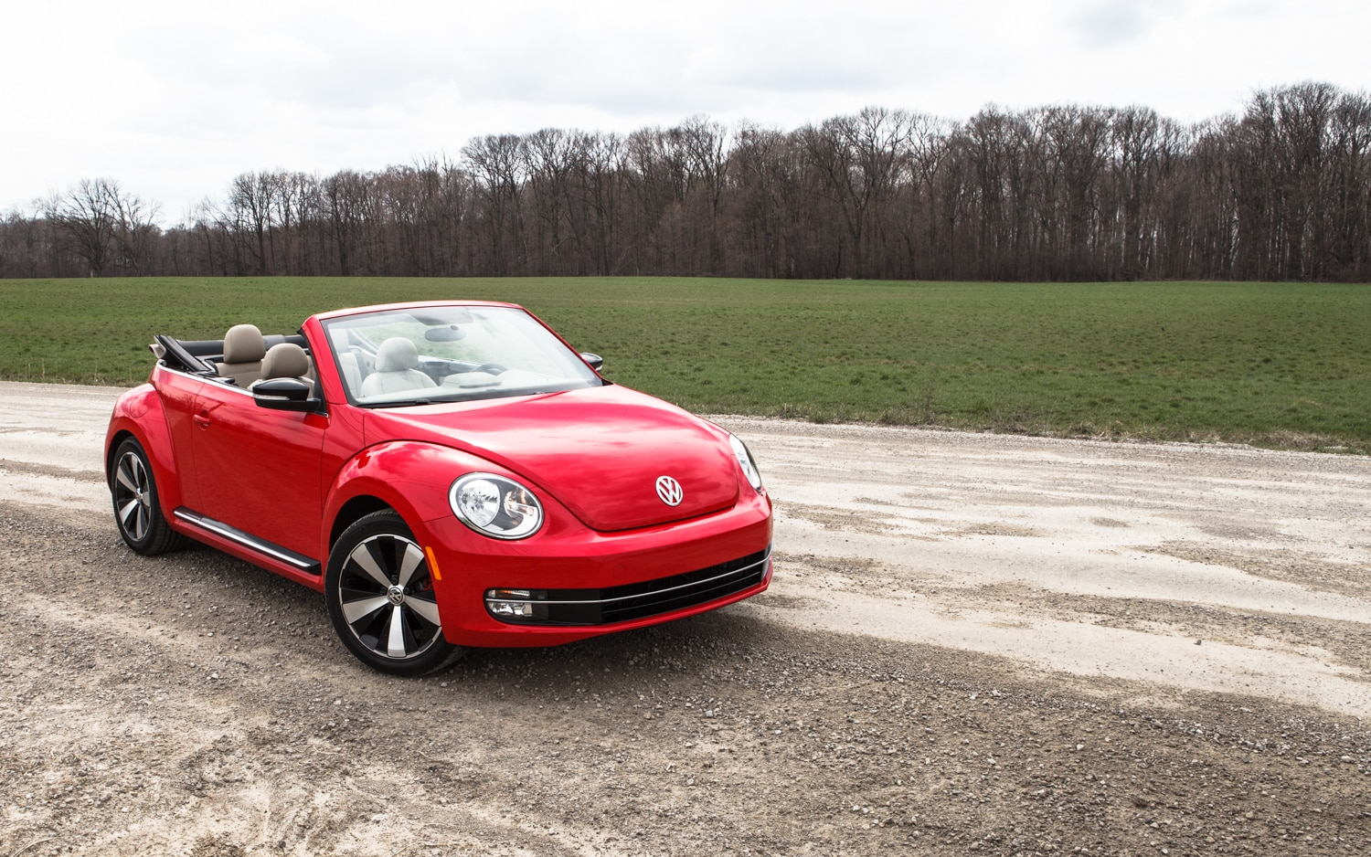 2013 Volkswagen Beetle Turbo Convertible Front Right View 101