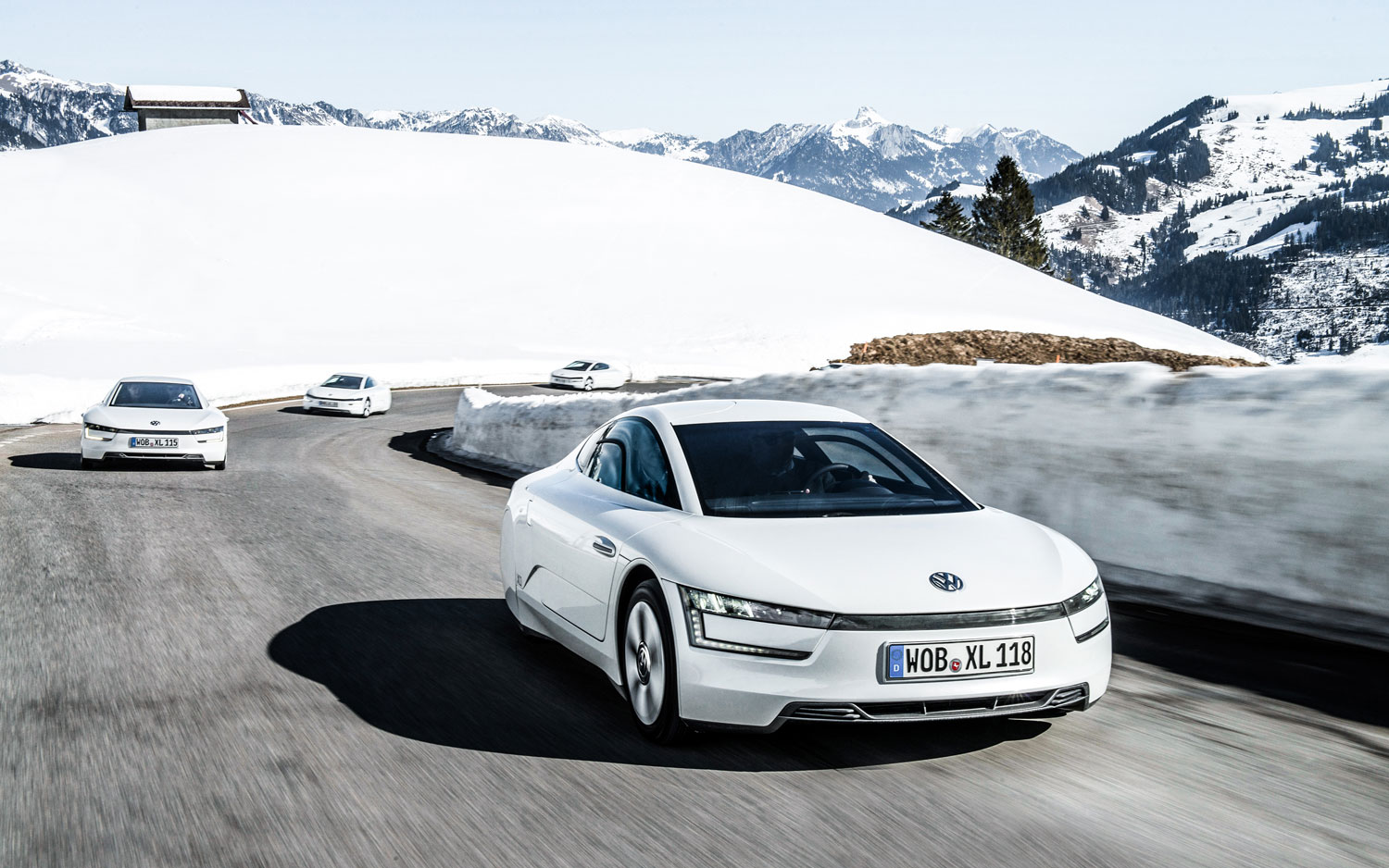 2014 Volkswagen XL1 Front Right View 21