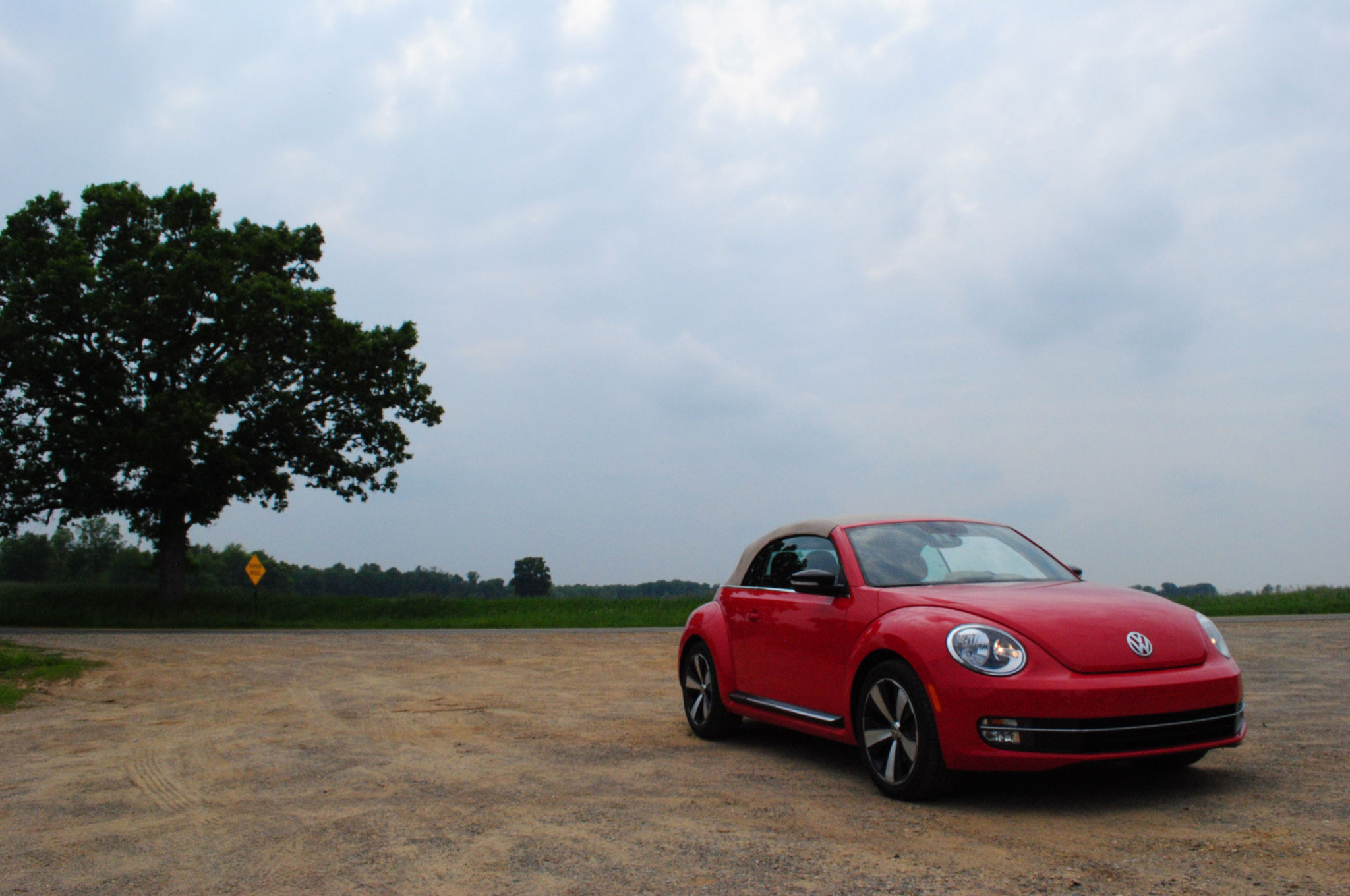 2013 Volkswagen Beetle Turbo Convertible Front Right View1