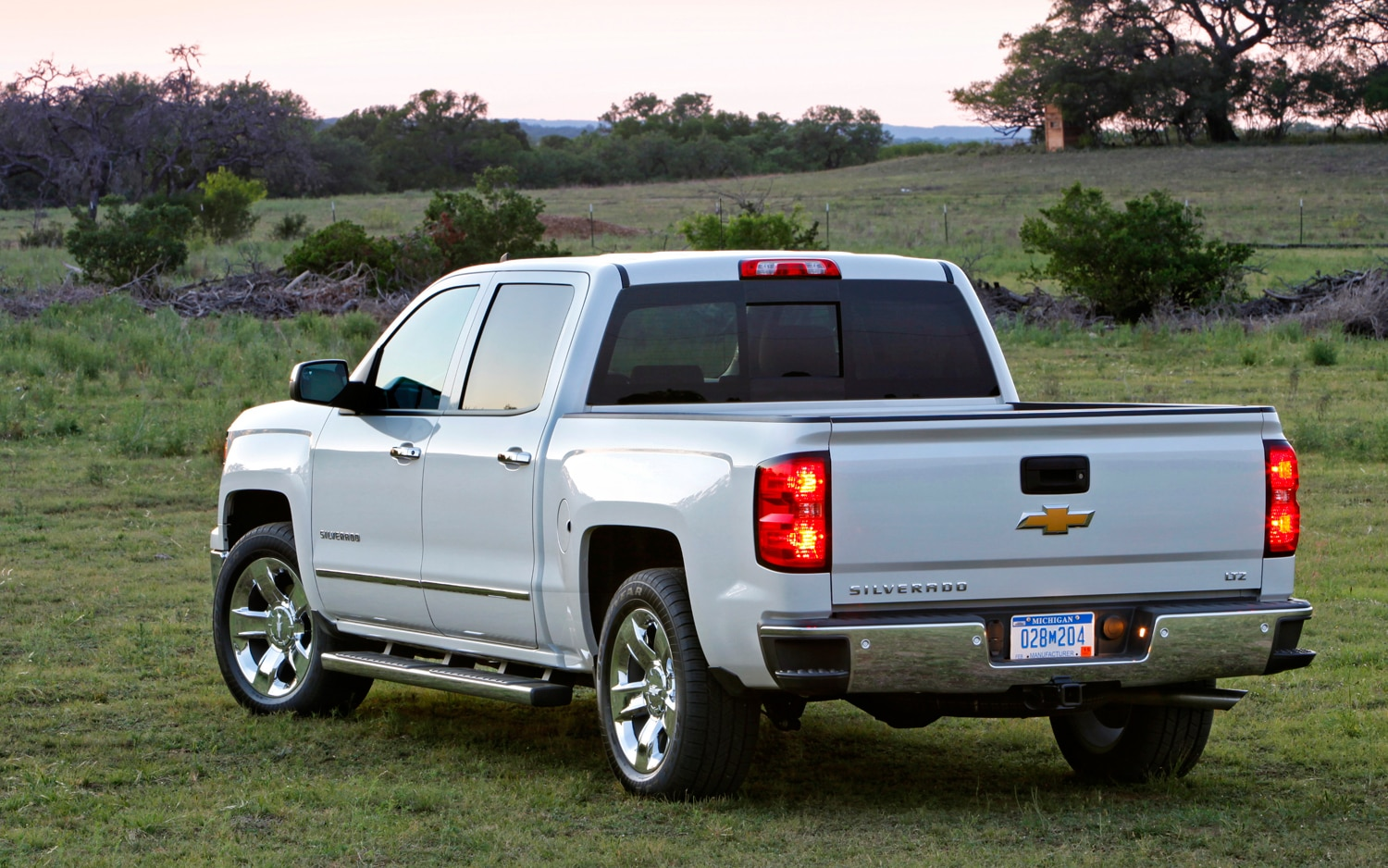 Silverado 2013 chevy silverado recalls : 2014 Chevrolet Silverado and GMC Sierra Rated 5 Stars by NHTSA