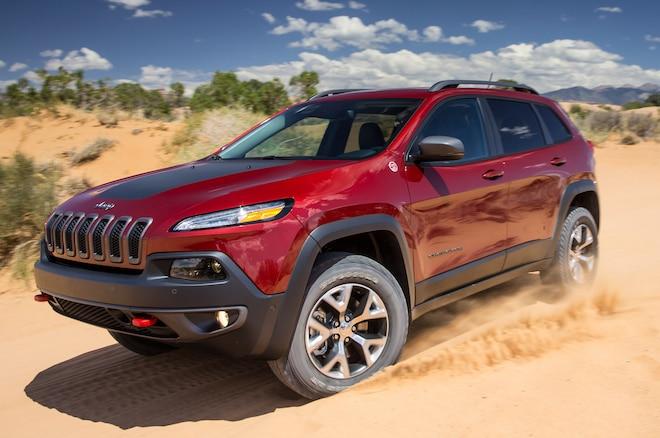 2014 Jeep Cherokee TrailHawk Front Three Quarters1