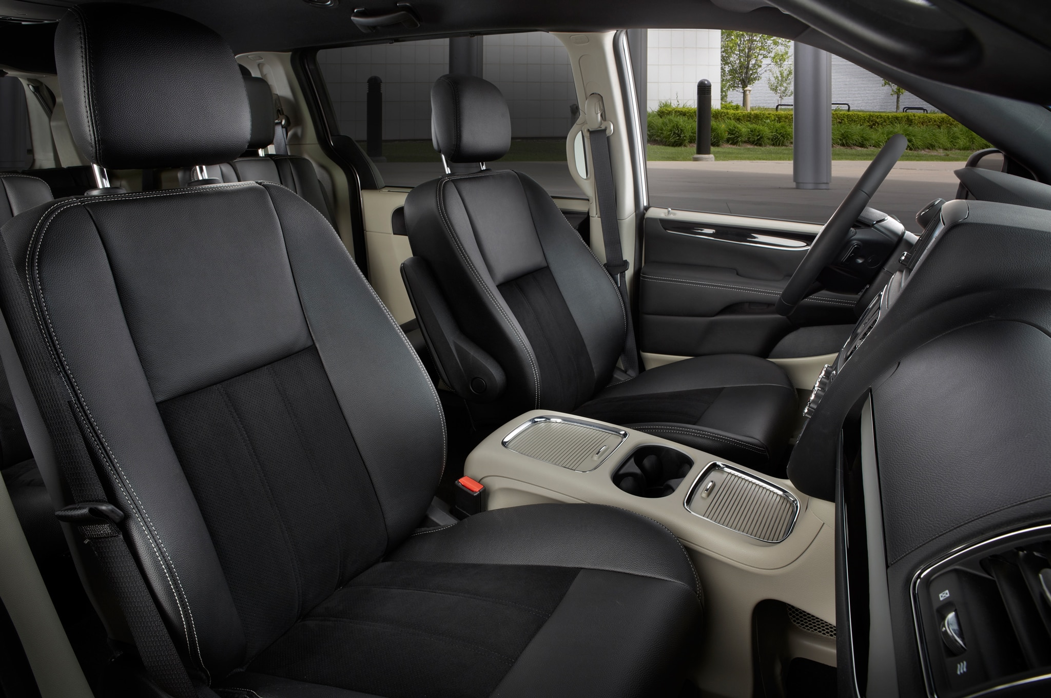 2014 Chrysler Town & Country, Dodge Grand Caravan Receive 30th Anniversary Packages