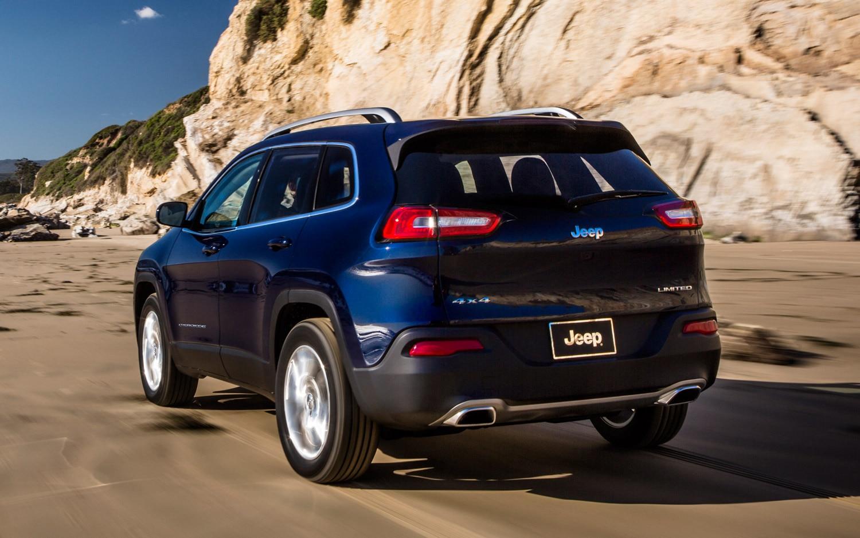 2014 Jeep Cherokee Limited Rear Three Quarter11