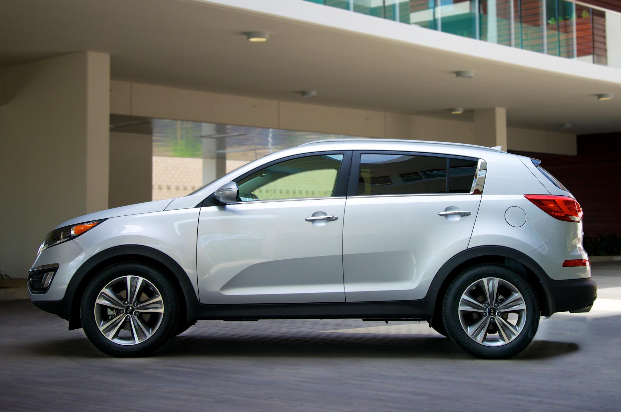 2014 kia sportage gets new engine, revised styling