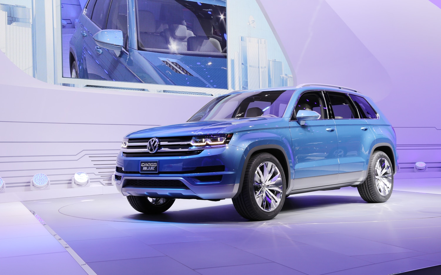 Volkswagen Crossblue Concept Front Three Quarters 2