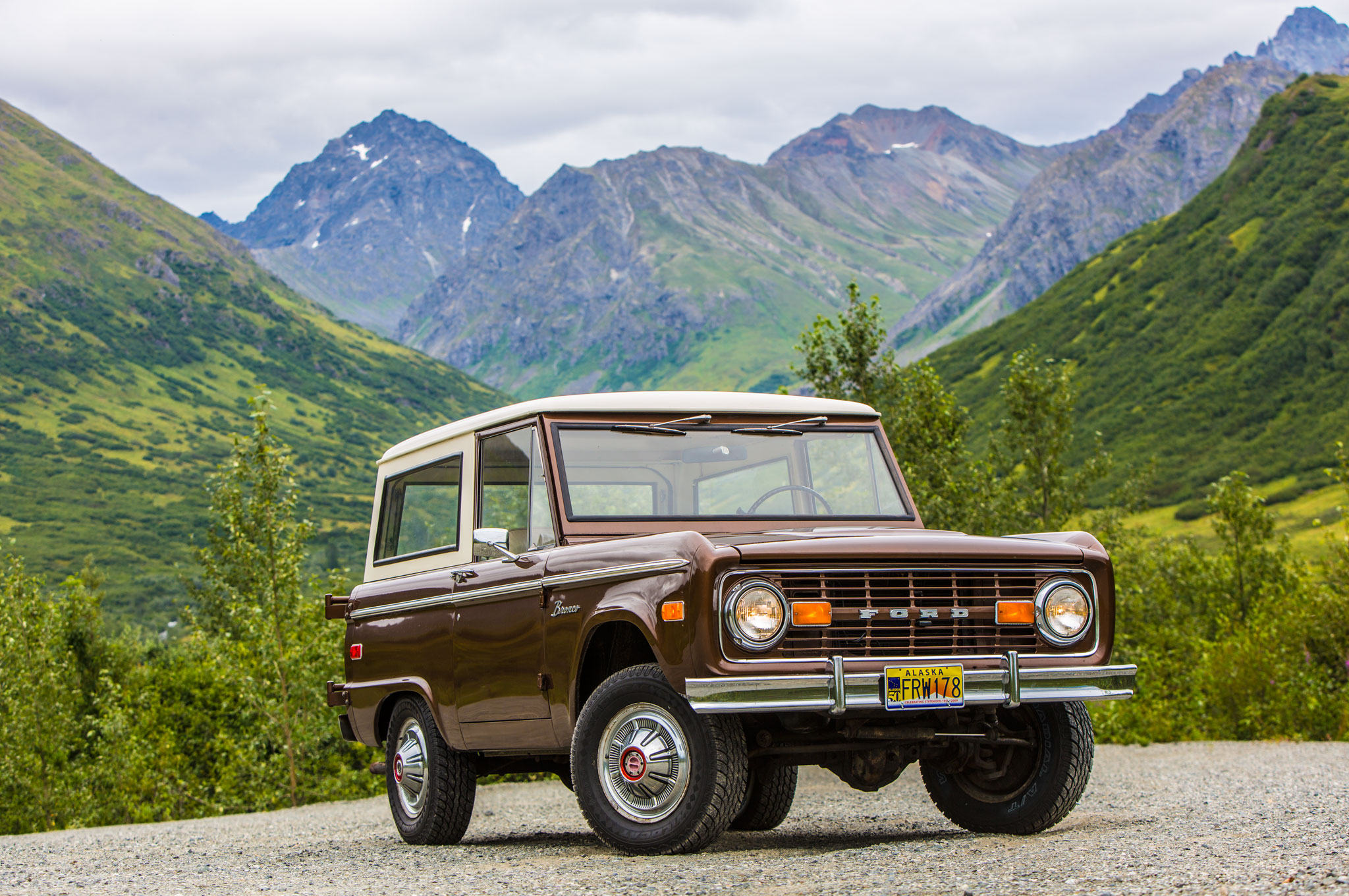 1966 1977 Ford Bronco Front Right View1