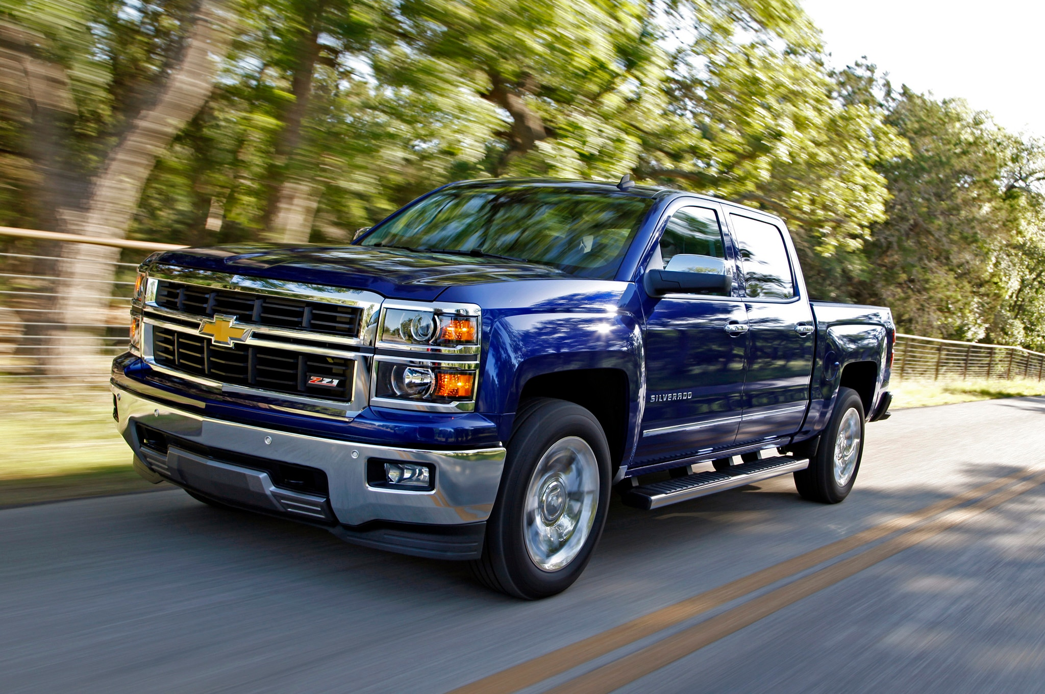 2014 Chevrolet Silverado Ltz Front Three Quarters1