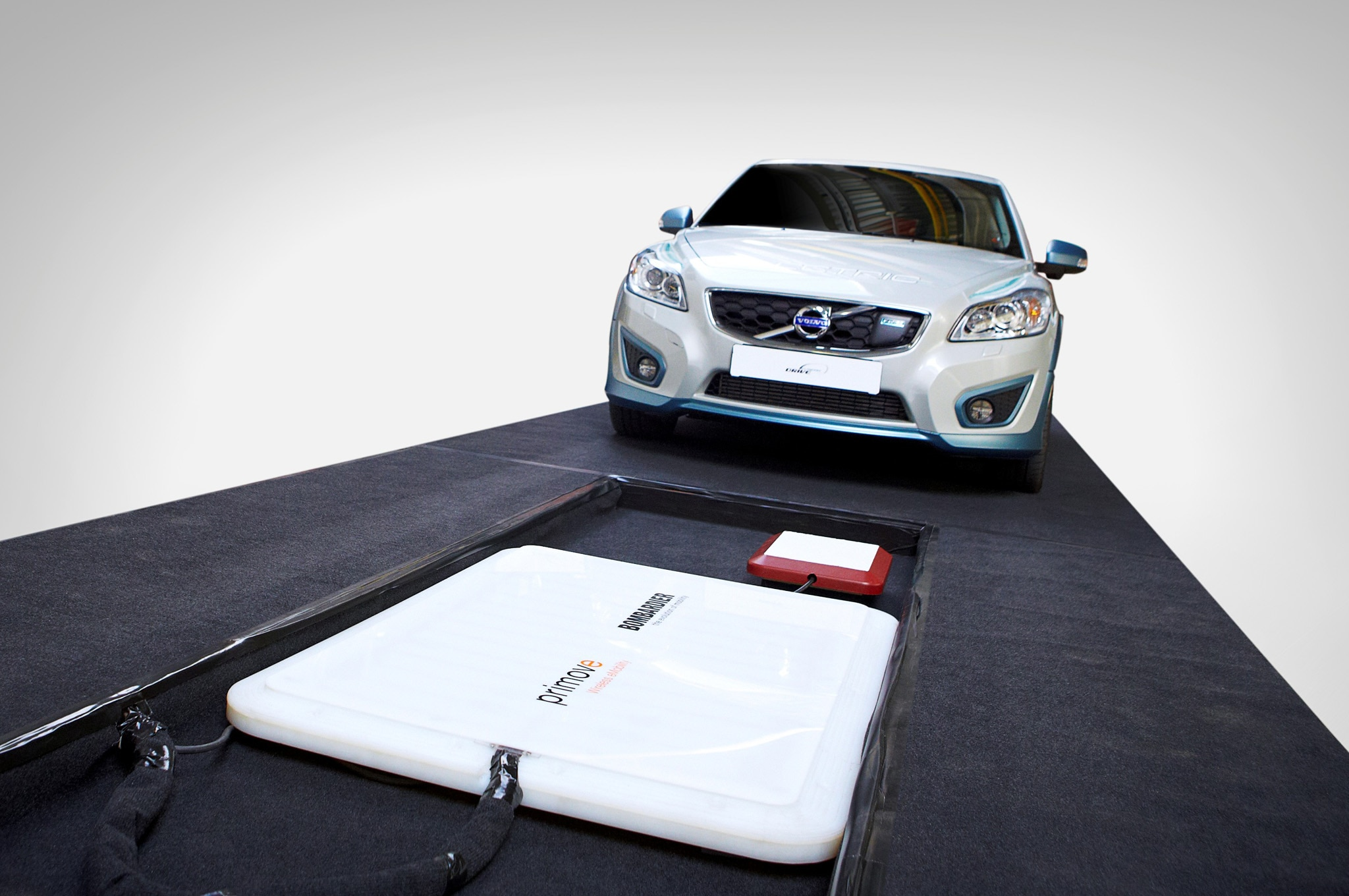 volvo tests wireless charging for c30 electric. Black Bedroom Furniture Sets. Home Design Ideas