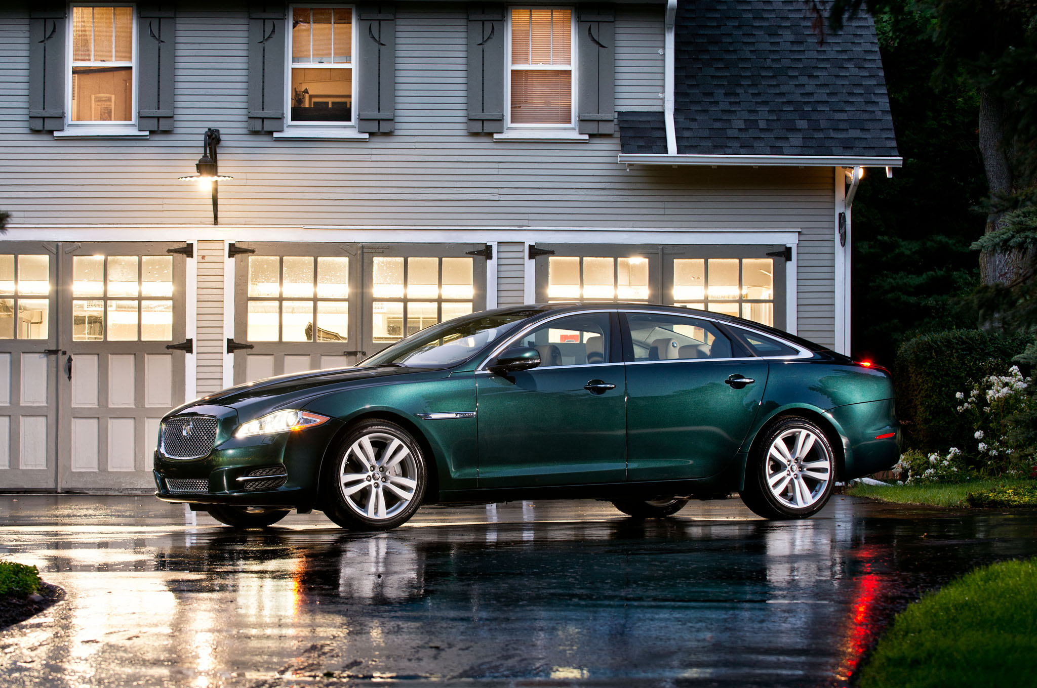 2013 Jaguar XJL Profile View Night1