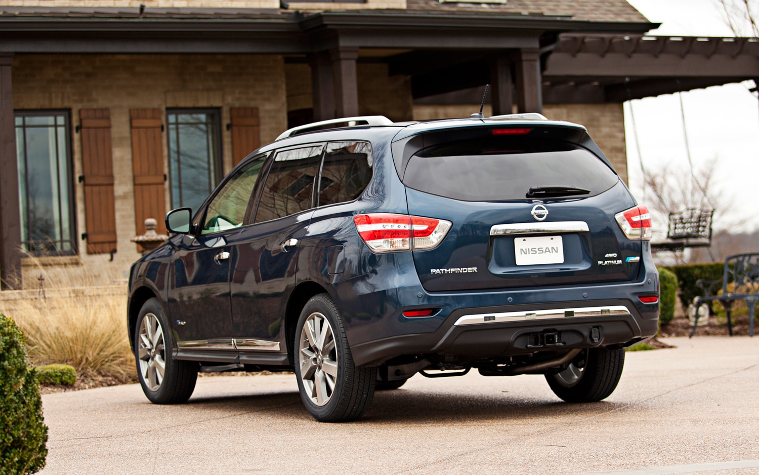 2014 Nissan Pathfinder Hybrid Review - Automobile Magazine
