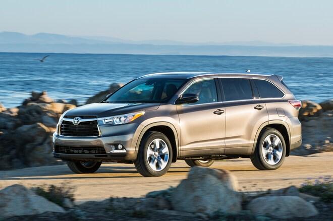 2014 Toyota Highlander Limited Platinum Front Three Quarters View1