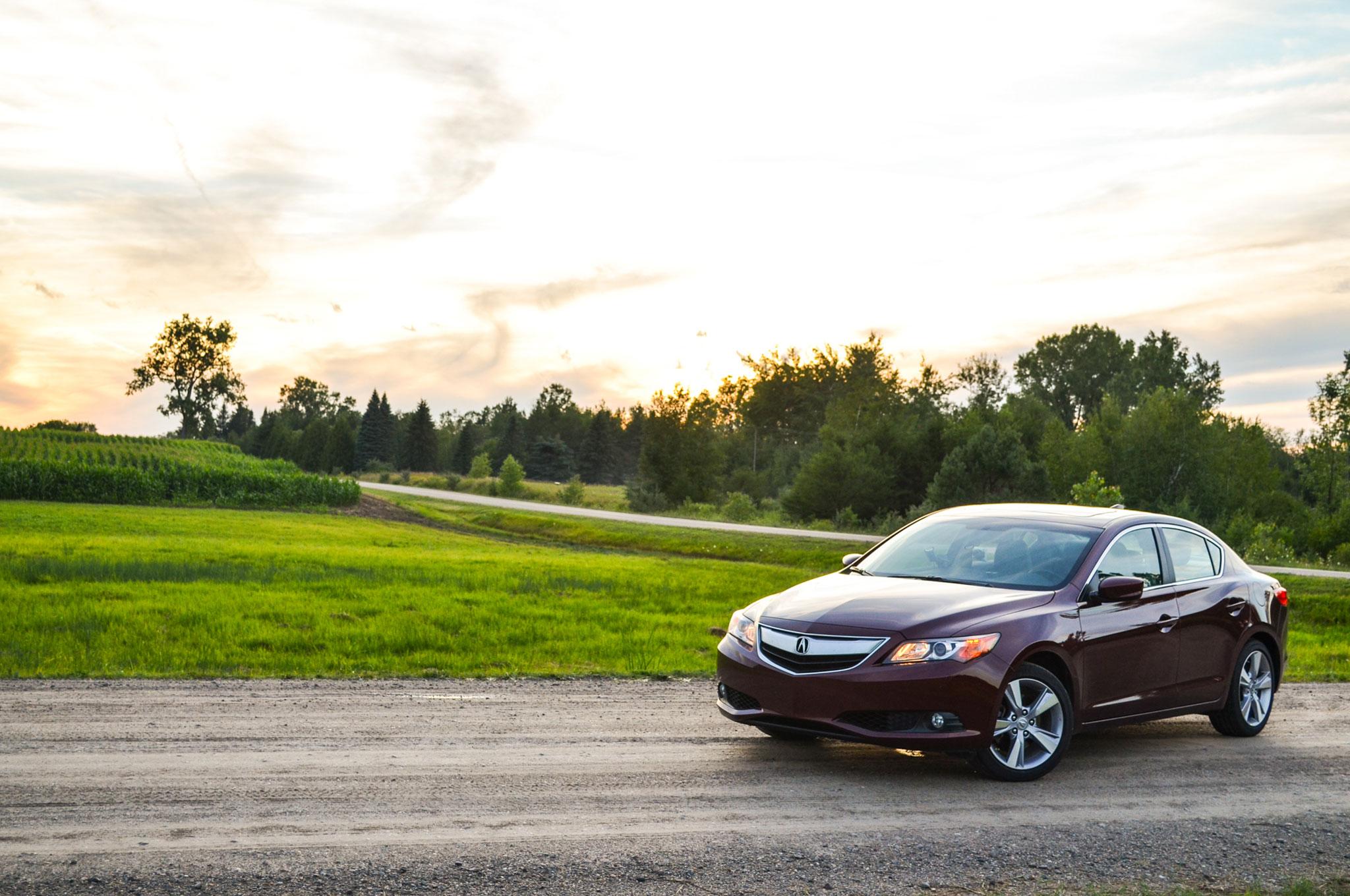 2013 Acura ILX Front Left View1