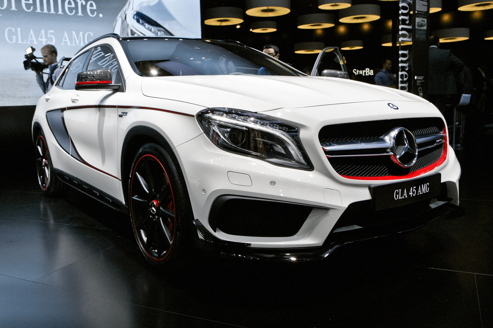2015 Mercedes Benz GLA45 AMG Front View2