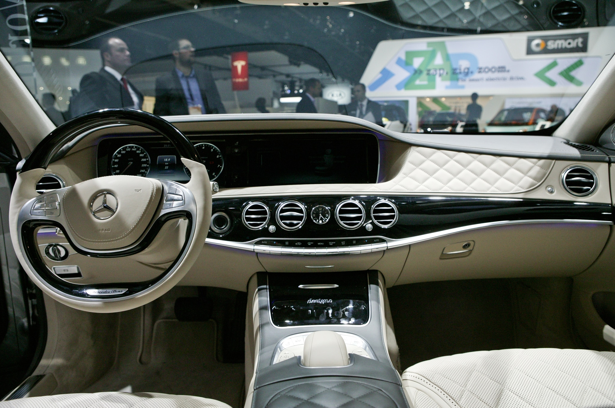 https://st.automobilemag.com/uploads/sites/11/2014/01/2015-Mercedes-Benz-S600-dashboard.jpg