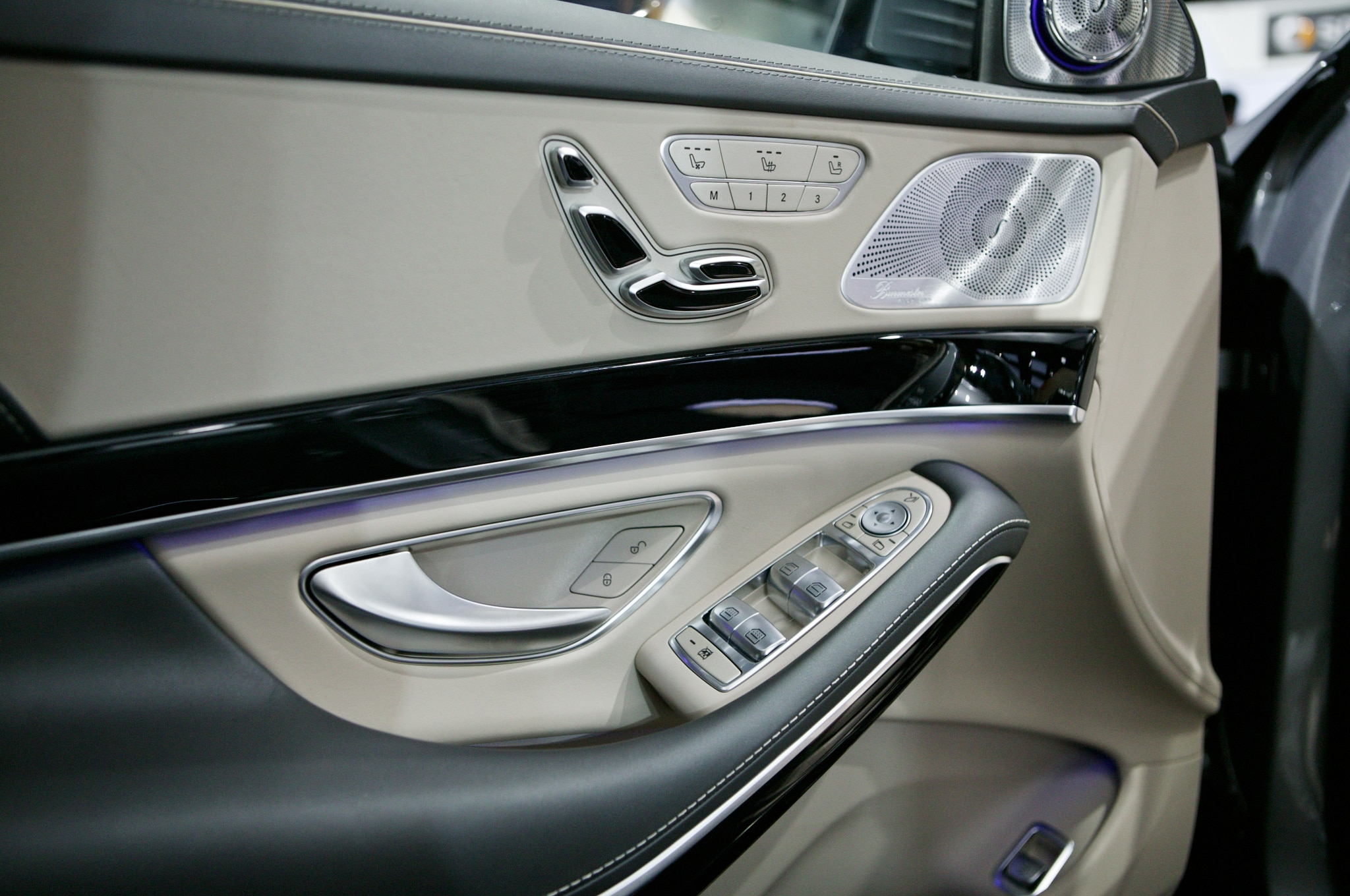 https://st.automobilemag.com/uploads/sites/11/2014/01/2015-Mercedes-Benz-S600-interior-door-panel-02.jpg