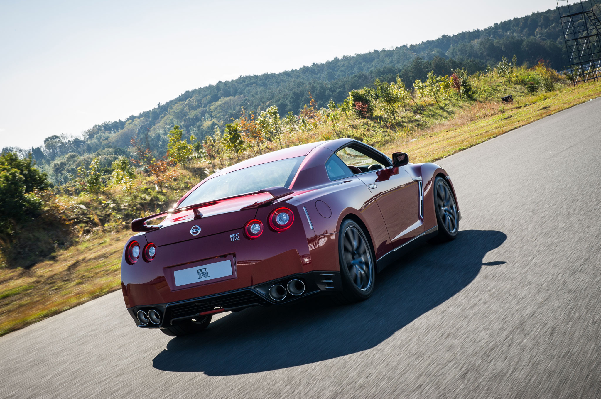 2015 Nissan GT R Rear Right View1