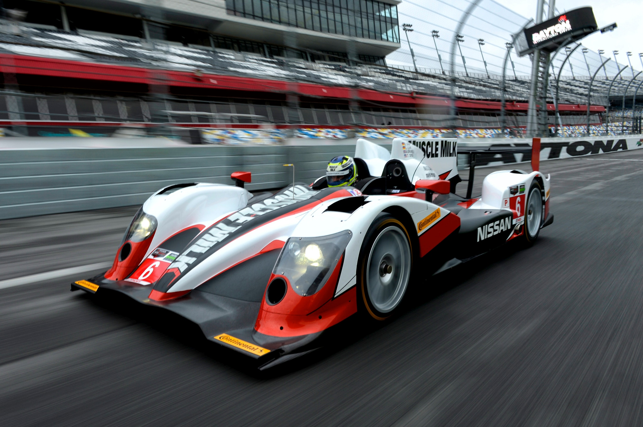 Nissan Muscle Milk Daytona Prototype Front View In Motion 11